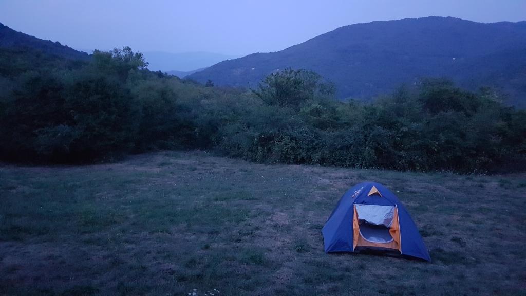 Dormire in tenda sulla via degli dei